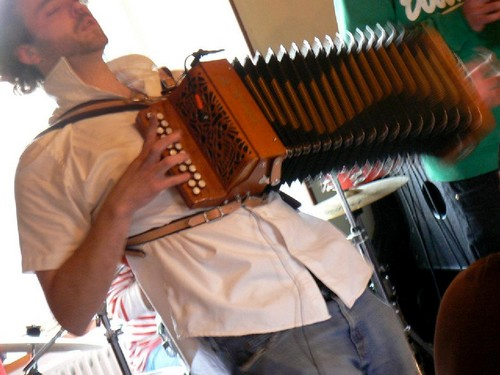 Camping Fougeraie (Nièvre,Morvan) : Initiation is discovered by the diatonic accordion